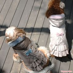 ВЫКРОЙКА Размер для собаки: длина спины 30 см обхват груди 40 см Пальто сшито из тончайшей курточной ткани. Утеплено пышным синтепоном.