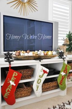70 Gorgeous Christmas Apartment Decoration Ideas - Home Page Natural Christmas, Christmas Home, Christmas Holidays, Apartment Christmas, Christmas Cactus, Christmas 2019, Christmas Movies, Merry Christmas, Tv Stand Decor