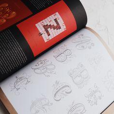 """""""Про леттеринг"""" Джессика Хиш. Известная художница-леттерер Джессика Хиш познакомит вас с творческими и техническими тонкостями создания художественных надписей — от набросков карандашом до отрисовки на компьютере в векторном формате Blue Pumpkin, Lettering, Books, Libros, Book, Drawing Letters, Book Illustrations, Libri, Brush Lettering"""