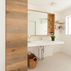 ykさんはInstagramを利用しています:「二階の造作洗面所イメージ。 画像はお借りしています。 TOTOの実験用シンクもいいけど、今すごく気になるのは#アイカ工業 の#スタイリッシュカウンター お手入れもしやそう☺️ 鏡は収納付きの三面鏡かな。#サンワカンパニー がいいかなと思っています。 #マイホームができるまで…」 Lake House Bathroom, Guest Bathrooms, Washroom, Japanese Home Decor, Japanese Interior, Spa Rooms, Toilet Design, New Home Designs, Home And Deco