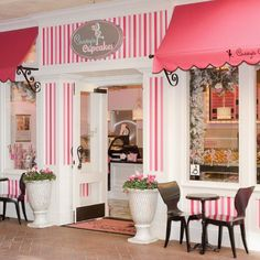 ♥ Candy stiped decor on the exterior of the shop with pretty awnings. A lovely retain experience. #commercialconstruction #shop #awning