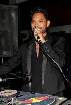 Pin for Later: Les Stars de la Musique S'éclatent à L'approche des Grammy Awards Miguel