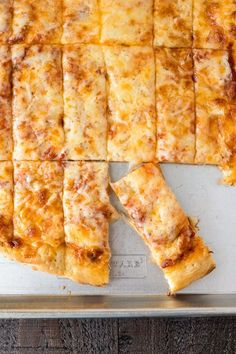 Four Cheese Pizza Dunkers - Homemade pizza layered with mozzarella, asiago, provolone, and parmesan cheese and then cut into Rectangles. They're perfect for dipping in your favorite sauces! Easy Appetizer Recipes, Easy Dinner Recipes, Dinner Ideas, Supper Ideas, Party Appetizers, Party Snacks, Easy Recipes, Four Cheese Pizza, Bon Appetit