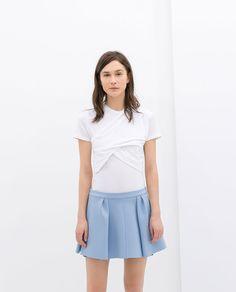 Image 1 de T-SHIRT DRAPÉ de Zara