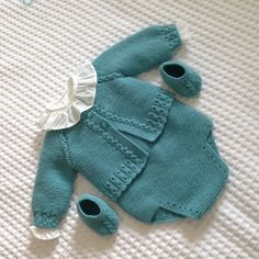 Ravelry: Chaqueta Shalma Pattern By Con - Diy Crafts - Marecipe Knitted Baby Outfits, Knitted Baby Cardigan, Baby Pullover, Knitted Baby Clothes, Baby Girl Patterns, Baby Knitting Patterns, Baby Pants, Baby Sweaters, Baby Dress