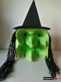 23 Easy DIY Halloween Crafts for Toddlers www.onechitecture… 23 Easy DIY Halloween Crafts for Toddlers www. Halloween Infantil, Theme Halloween, Adornos Halloween, Manualidades Halloween, Easy Halloween Crafts, Halloween Projects, Holidays Halloween, Halloween Decorations, Halloween Disfraces