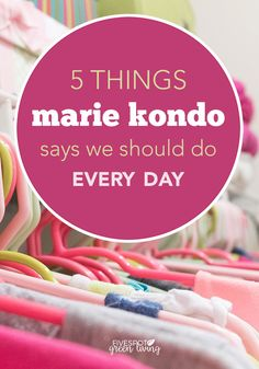 Marie Kondo Suggests These Five Daily Tasks Marie teaches that if you properly simplify and organize your home once, you'll never have to do it again. Learn these 5 things she says we should do every day to maintain tidyness in our homes! Home Organisation, Organization Hacks, Organising Ideas, Decluttering Ideas, Declutter Your Life, Konmari Method, Marie Kondo, Organizing Your Home, Organizing Tips