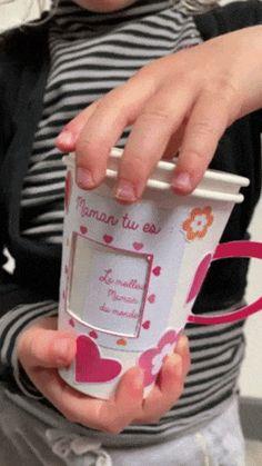 Une idée de DIY, bricolage, facile à réaliser pour les enfants. Pour le fête des mères cette année on bricole une tasse remplie d'amour ;) Les éléments sont à imprimer gratuitement sur notre blog  !