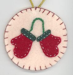 felt Christmas Tree ornament Christmas Bazaar Crafts, Felt Christmas Decorations, Christmas Ornaments To Make, Christmas Sewing, Holiday Crafts, Christmas Crafts, Handmade Christmas, Christmas Tree, Felt Ornaments Patterns