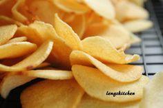 CNY snacks & cookies- Ngaku (Arrowhead) Chips 炸芽菇饼 - Chinese New Year Series Chinese New Year Cookies, New Years Cookies, Home Recipes, Asian Recipes, Snack Recipes, Asian Snacks, Asian Desserts, New Year's Snacks, Veggie Chips