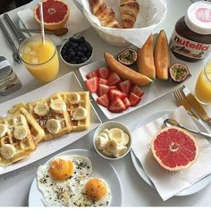Image uploaded by ➳ Mrs. Find images and videos about food, luxury and yummy on We Heart It - the app to get lost in what you love. I Love Food, Good Food, Yummy Food, Comida Picnic, Food Goals, Cafe Food, Aesthetic Food, Food Cravings, Food Inspiration