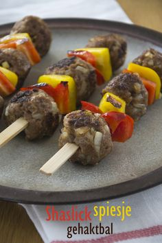 Delicious Shaslick Meatball Sticks for the BBQ Fondue, Cobb Bbq, Green Eggs, Skewers, High Tea, Barbecue, Tea Party, Sausage, Buffet