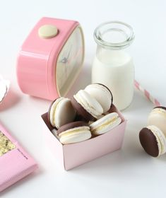 French Macaroons, French Pastries, Chocolate Covered, Macarons, Yummy Treats, Pretty In Pink, Madness, Sweet Tooth, Eye Candy