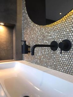 Small Bathroom, Bathrooms, Design Moderne, Cuisines Design, Bathroom Inspiration, Sink, Bathtub, Relax, Veronica
