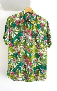 O'Carioca Hawi Short Sleeve Button Up Shirt with a relaxed fit. Short Sleeve Button Up, Button Up Shirts, Camisa Vintage, Half Shirts, Pretty Shirts, Collar Shirts, Printing On Fabric, Trending Outfits, My Style