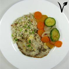 Mini omelete fit + Arroz integral com amêndoas e brócolis + Mix de legumes grelhados