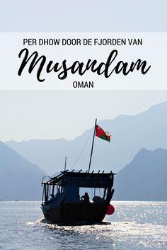 Bij het schiereiland Musandam (Oman) kun je dolfijnen spotten en op een dhow door de fjorden varen. Lees erover op Travelosophy! http://travelosophy.nl/fjorden-musandam-oman/
