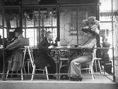 Extraordinary Candid Vintage Photographs That Capture Street Scenes of Vienna, Austria From the and Victorian Photos, Antique Photos, Vintage Photographs, Old Photos, Vintage Photos, Budapest, Vienna Austria, Dieselpunk, Historical Photos