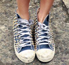 Borchie power: elementi metallici must dell'inverno 2012 http://www.amando.it/moda/consigli/borchie-must-inverno-2012.html