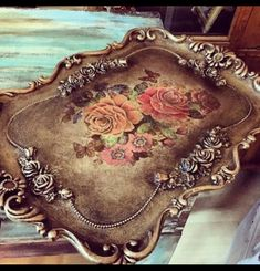 Romantic Shabby Chic, Shabby Chic Pink, Shabby Vintage, Shabby Chic Decor, Silver Trays, Silver Platters, Antique Booth Ideas, Wall Collage Decor, Decopage