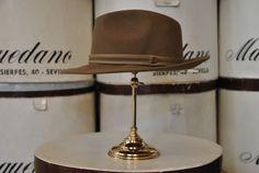 Italiano de lana, color castor. Woolen Italian hat, beige colour.
