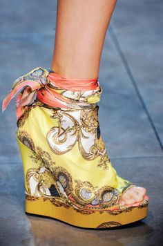 D&G shoes. Looks like it's time to buy some crazy shoes *excited*.