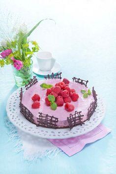 Vadelmajuustokakku   K-ruoka #cheesecake Pie Recipes, Cooking Recipes, Cheesecakes, Birthday Cake, Sweets, Baking, Party, Desserts, Food