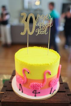 How to throw the perfect tropical party with delicious food and cute party decor. The flamingos and pineapple flower arrangements make it extra fun. Flamingo Cake, Flamingo Birthday, Flamingo Party, 24th Birthday Cake, Luau Food, Cupcake Cakes, Cupcakes, Hawaiian Recipes, Buy Cake