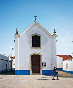 Fotogalerie - Portugal - Reise-Fotogalerien- GEO.de - via Destinations-GEO.de 08.2013 | Foto: The center, the small chapel of Porto Covo is a popular photo opportunity.  The village is located in the nature reserve Parque Natural Southwest Alentejo and Costa Vicentina (Photo by: Jens Black)