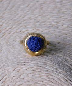 Δαχτυλίδι με Πέτρα Λάβας   Vaya Fashion Boutique Sapphire, Rings, Jewelry, Fashion, Moda, Jewlery, Jewerly, Fashion Styles, Ring
