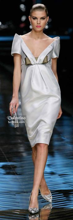 Valentino Charming Formal Weißes Cocktailkleid - New Year Beautiful Gowns, Beautiful Outfits, Valentino Couture, White Cocktail Dress, High Fashion, Womens Fashion, Retro Fashion, Couture Collection, Couture Fashion