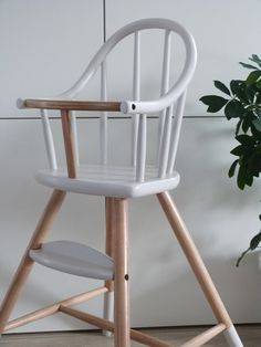 Ancienne chaise haute bebe enfant en bois massif pliante avec roulettes berceau lit chaise - Chaise haute bebe scandinave ...