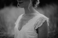 Vintage wedding Fotos: Juli Esau Brautkleid: Soeur Coeur Brautschmuck: Le Shop Bonn Haare & Make Up: Angelika Penner Brautstrauß und Deko: Helene Gutjahr Catering: Wies Zierikzee Ringe: Handwerke Schmuckmanufaktur Bonn Strickbolero: marryandbride