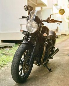 An evolution of the past the Street Twin has a long road ahead. Credit: @settapongd Triumph Street Twin featuring the Light Tint Classic Flyscreen! SHOP LINK IN BIO