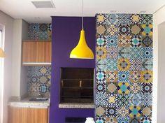 Área da Churrasqueira decorada com os adesivos de azulejo do site Dona CEreja, modelo Hidraulico Misto