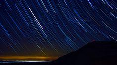 En esta imagen apreciamos claramente el recorrido que han hecho las estrellas, imposible para el ojo humano, pero posible gracias al time-lapse.