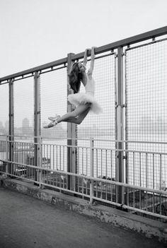Fascinée par les photos magiques de danseuses classiques envahissant la grosse pomme.