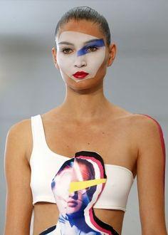 Défilé Ground Zero SS14 Ambiance pop futuriste pour les frères hongkongais Eri et Philip Chu. Crédits : AP/Jacques Brinon