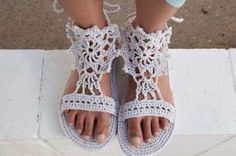 Yeah, the whole sandal is crocheted, including the single crochet sole! An ankle crochet chain strap keeps the crochet motif and heel secure. Crochet Sole, Crochet Chain, Crochet Sandals, Crochet Slippers, Crochet Motif, Crochet Designs, Crochet Stitches, Knit Crochet, Crochet Patterns