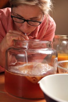 making kombucha - detailed instructions for the 1st and 2nd fermentation.