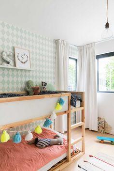 Kinderkamer met stapelbed | Children's room with bunk bed | vtwonen België 11-2017 | Fotografie & Styling Jonah Samyn