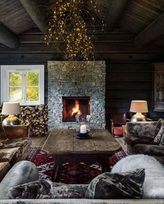 Chalet Interior, Interior Exterior, Interior Design, Cabin Homes, Log Homes, Modern Lodge, Cabins And Cottages, Lodge Decor, Rustic Interiors