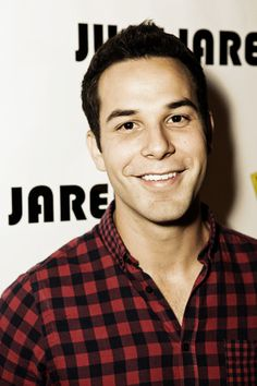 Skylar Astin- just for you, Sher! Pretty People, Beautiful People, Skylar Astin, Hey Good Lookin, Pitch Perfect, Raining Men, Attractive People, Famous Faces, Man Crush