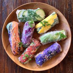 raw_manda: Rainbow Summer Rolls ☀️ My favorite was mango, avocado + zucchini noodles... no surprise there! Dipped in peanut sauce... Oooooo eeee!