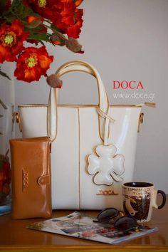 #DOCA #SS15 Collection Ανοιξιάτικη διάθεση με τα ανάλογα αξεσουάρ #Τσάντα & #πορτοφόλι λουστρίν σε λευκό & κάμελ χρώμα  Online: www.doca.gr Τσάντα:https://www.doca.gr/el/anoixi-kalokairi-15/tsantes/mikres-tsantes-ss15/09830-tsanta-aspri-detail.html Πορτοφόλι: https://www.doca.gr/el/anoixi-kalokairi-15/portofolia/64033-portofoli-kamel-detail.html