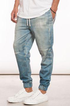 Estos pantalones son azules. Yo prefiero estos.
