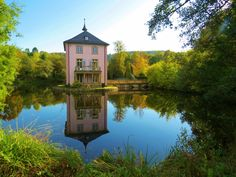 How pretty! It may be small but this building on Trappensee Lake, #Germany, is classed as a castle!