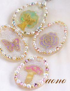 ◆ レジン&プラ板アクセサリー|アクセサリーと紙雑貨ほんわかクラフト工房 Shrink Plastic Jewelry, Resin Jewelry, Jewelry Crafts, Uv Resin, Resin Art, Handmade Accessories, Handmade Items, Resin Crafts, Diy Crafts