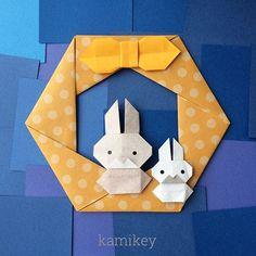 """Sep.18. 2015 「うさぎ 3」 「六角リース」 「リボン」 前二作のうさぎさんにくらべて、一番まるっこい感じになりました 作り方は、YouTube の「kamikey origami 」チャンネル内をご覧下さい! 今月27日が十五夜中秋節ですよー Bunny 3 designed by me tutorial on YouTube """" kamikey origami"""" * #origami#折り紙#ハンドメイド"""