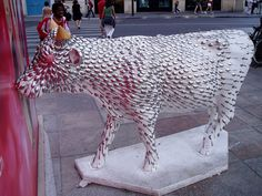 Vache N°160 - Mens Agitat Molem (Fredéric Périmon) by tarnouche, via Flickr Cow Parade, Sculptures, Lion Sculpture, Elephant, Frederic, World Cities, Horse Art, Local Artists, Public Art